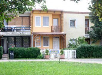 Ganzes Apartment-Haus